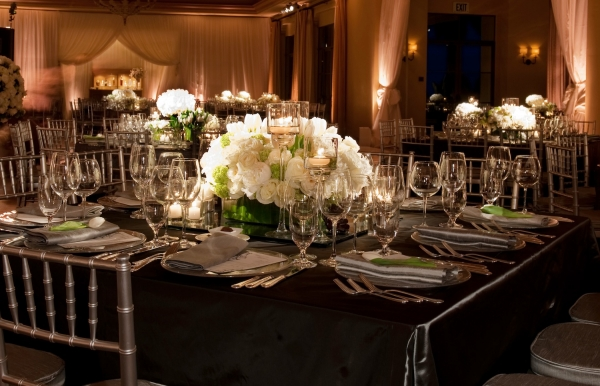 EFANI ALL WHITE CENTERPIECE WEDDING